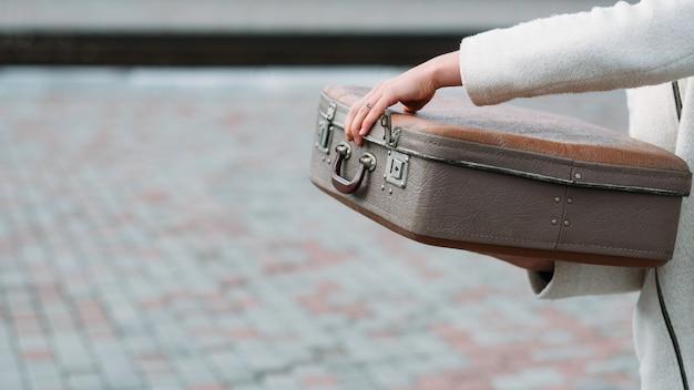 旅行安全ロックスーツケース。手荷物のヒント。休日休暇旅行の目的地の概念