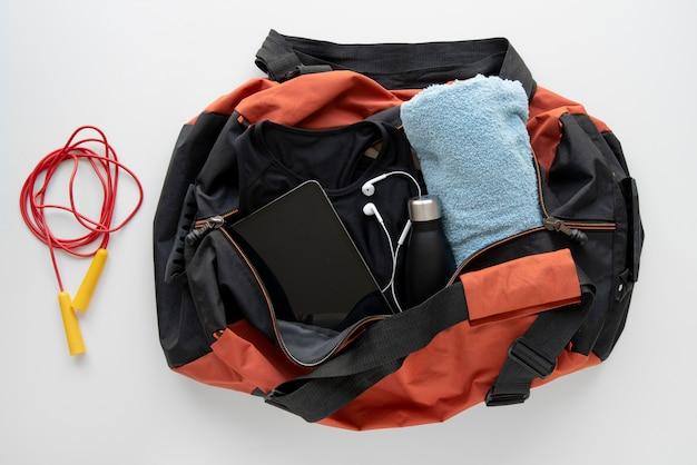 Дорожный чемодан и упаковка препаратов