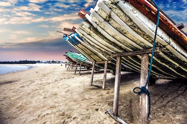 白、青、夏の海を旅