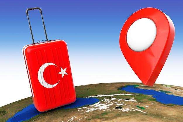 Путешествие в турцию concep. чемодан с флагом турции и указателем над земным шаром. 3d рендеринг