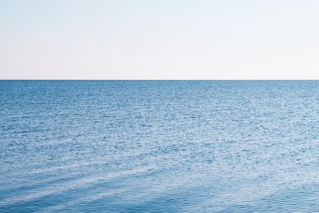 旅行観光レジャー。航海の海の休暇。旅の冒険。水と空色の風景
