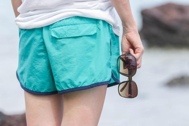 Концепция путешествия путешествия. sunglasse женщина для летних путешествий