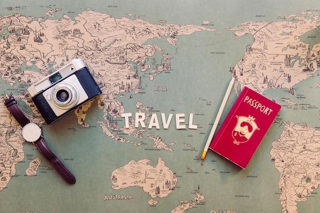 Viaggiare scrivendo vicino a cose turistiche