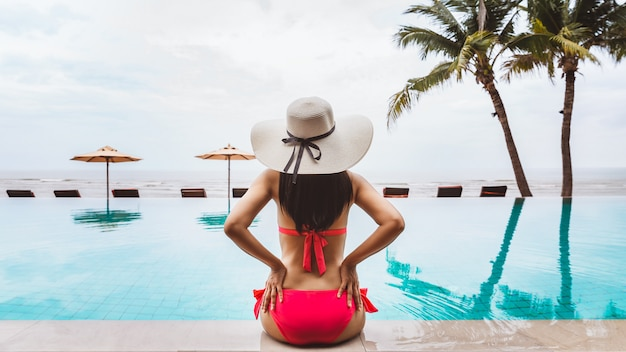 Traveler woman relaxing in the pool