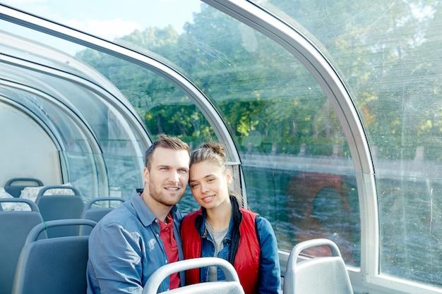 汽船で旅行する