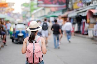 カオサンロード、バンコク、タイを旅行する