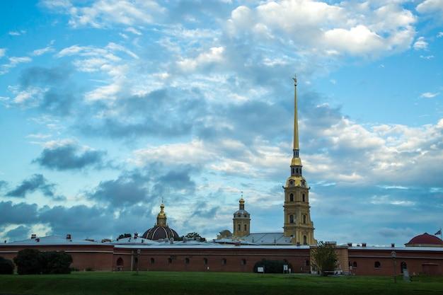 ロシアの夏のサンクトペテルブルクへの旅行
