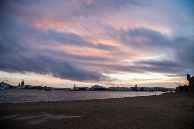 ロシアのサンライスでサンクトペテルブルクへの旅