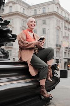 アタムの雰囲気を持つロンドン市の旅行者