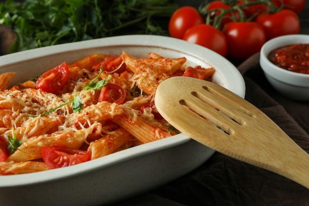 パスタとトマトソースのトレイ