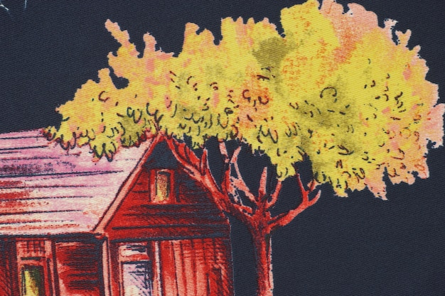 Дерево рядом с деревянным домом