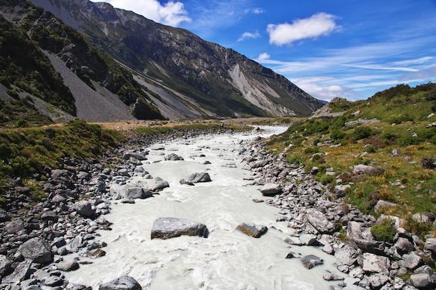 Trekking in hooker valley, new zealand