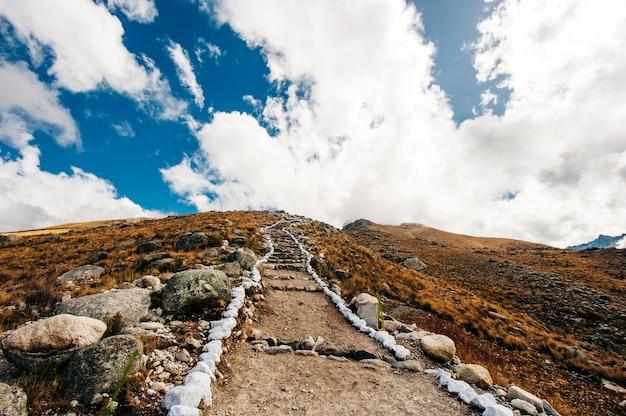 Trekking to laguna 69, huaraz, peru - dec, 2019 trail on cordillera blanca.