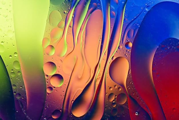 기름의 유행 다채로운 추상 질감 물 표면, 예술 배경 개념에 떨어진다