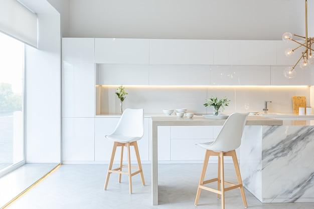 Модный современный дизайн интерьера большой студии