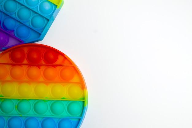 트렌디한 인기 장난감 안티 스트레스 팝 it celicon rainbow toy for development of children's motor...