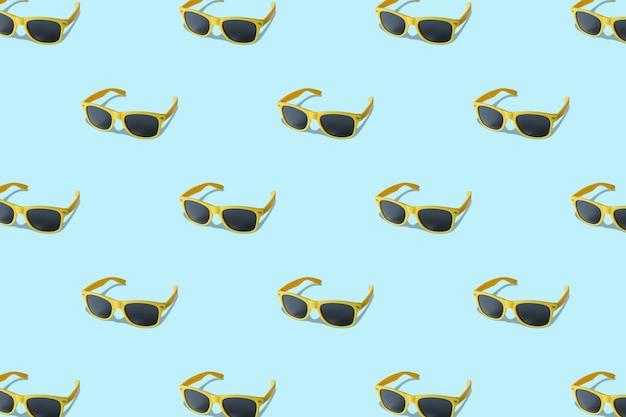 Модный летний узор с синими солнцезащитными очками