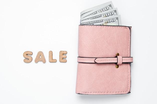 テキスト販売で白い表面にドル札でトレンディな財布。