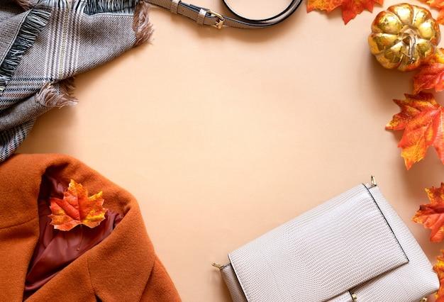 Модная теплая одежда. набор сезонной осенней модной женской одежды.