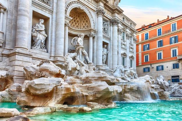 이탈리아의 유명한 명소 인 로마의 트레비 분수.