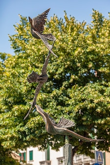 트레비소, 이탈리아 2020년 8월 13일: 이탈리아 트레비소의 새 동상