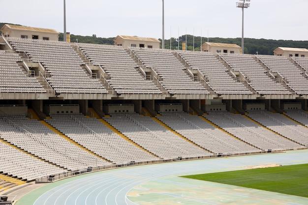 スペイン、バルセロナの放棄されたオリンピックスタジアムのトリブヌス