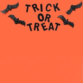 Dolcetto o scherzetto per halloween con spazio di copia