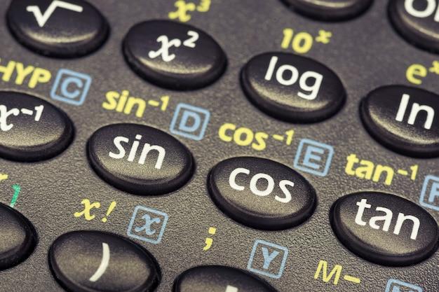 三角関数は、cosボタンに焦点を当てた関数電卓のボタンを押します