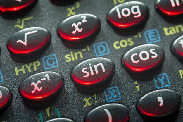 罪ボタンに焦点を当てた関数電卓の三角法プッシュボタン