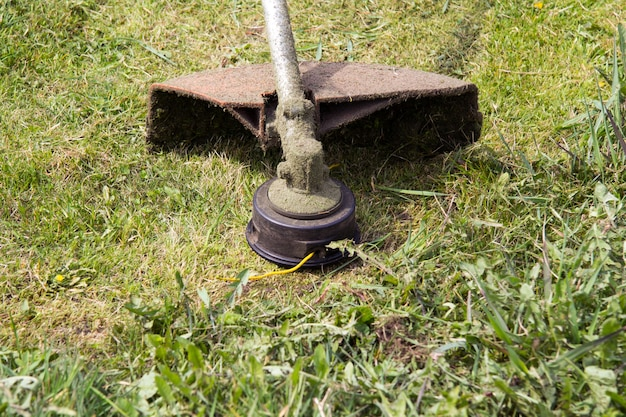 A trimmer or a gasoline spit thats just been mowed down the grass you can see a special yellow line
