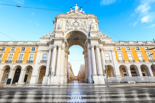 Triumphal arch ( arco da rua augusta ) on commerce square in lisbon, portugal