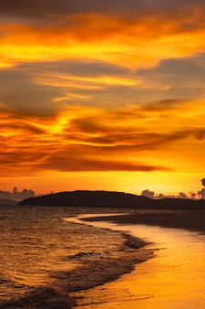 Тропический пляж закат