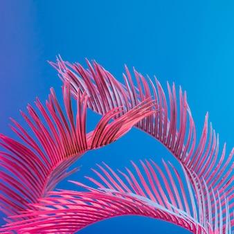 鮮やかな大胆なグラデーションホログラフィックネオンカラーの熱帯とヤシの葉