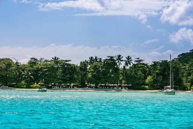 마헤 섬 세이셸에서 열 대 해변