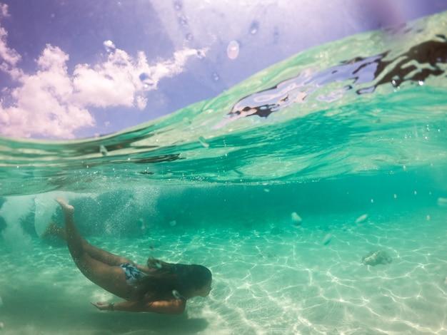 Тропический пляж в эль нидо, палаван, филиппины