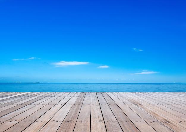 몰디브에서 열 대 해변입니다. 푸른 바다