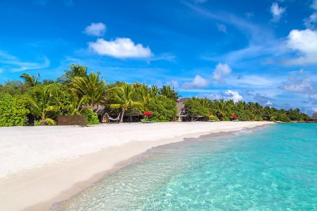 Тропический пляж на мальдивах