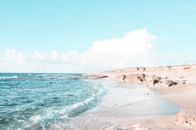 Тропический пляжный курорт для отдыха. лето на природе, гармония.