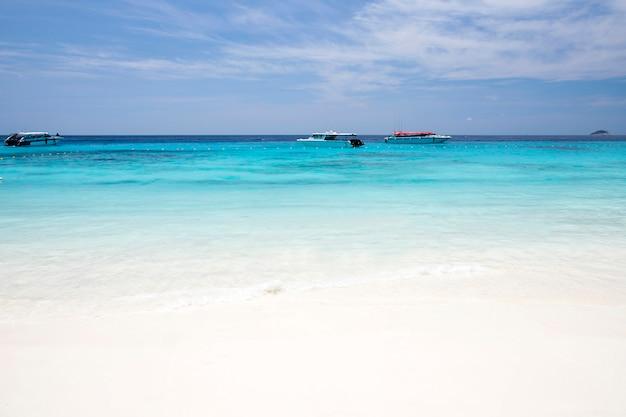 Тропический пляж, симиланские острова, андаманское море, таиланд
