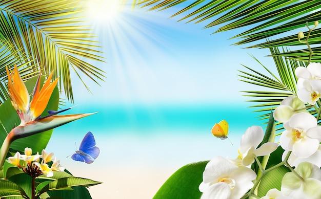 ぼやけた海の背景とヤシに囲まれた熱帯のビーチは、飛んでいる蝶と熱帯の植物や花を残します。旅行や休暇の夏の背景。
