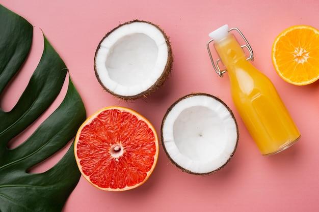 열대 과일, 파인애플, 망고, 오렌지 세트, 분홍색 질감 여름 배경, 평면도 평면 누워