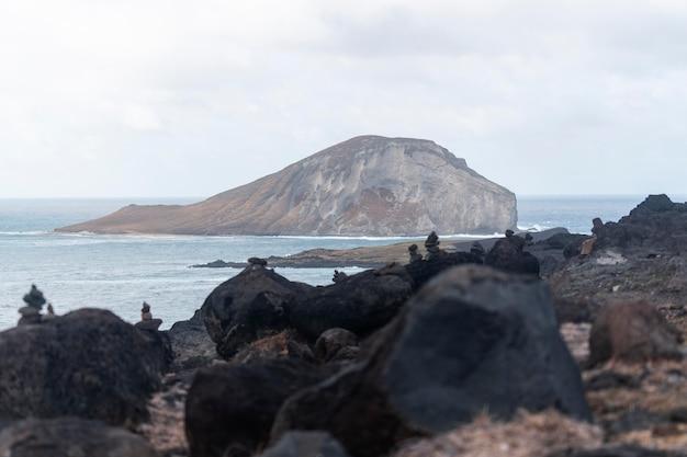Paesaggio tropicale hawaii con il mare blu