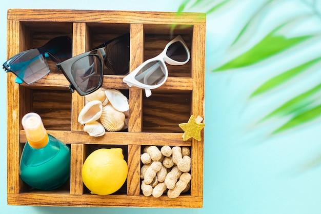 トロピカルリーフビーチアクセサリーバケーション夏の日焼け止めボトルローションサングラス貝殻レモンリラックスムード