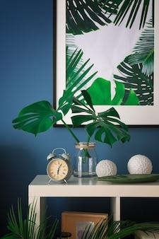 현대적인 세련된 인테리어의 열대 잎