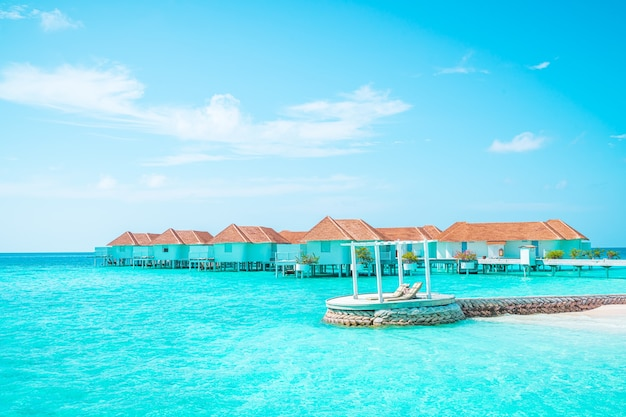 Курортный отель tropical maldives и остров с пляжем и морем