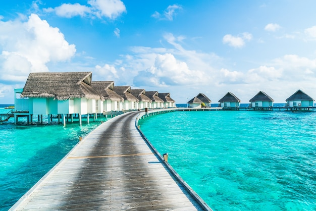 Тропический курортный отель на мальдивах и остров