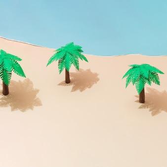 Тропические пальмы на песчаном пляже из бумаги