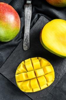 Тропические спелые плоды манго