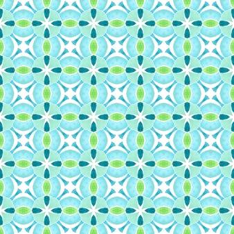 トロピカルなシームレスパターン。緑の印象的な自由奔放に生きるシックな夏のデザイン。手描きの熱帯のシームレスな境界線。テキスタイルレディプレシャスプリント、水着生地、壁紙、ラッピング。