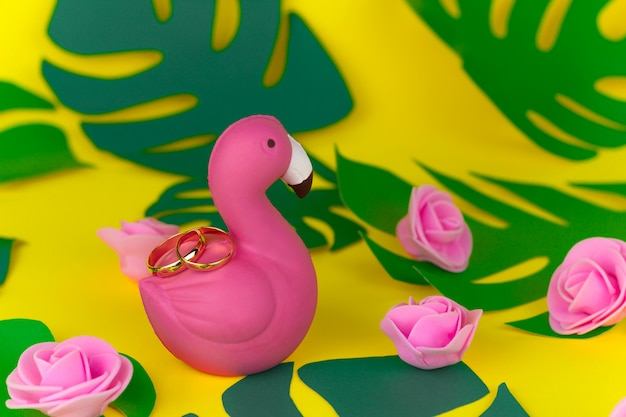 Tropical summer wedding decorations,golden rings on flamingo